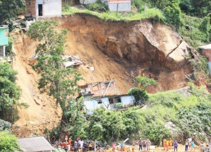 Al menos tres muertos por un deslizamiento de tierra en una favela de Río de Janeiro