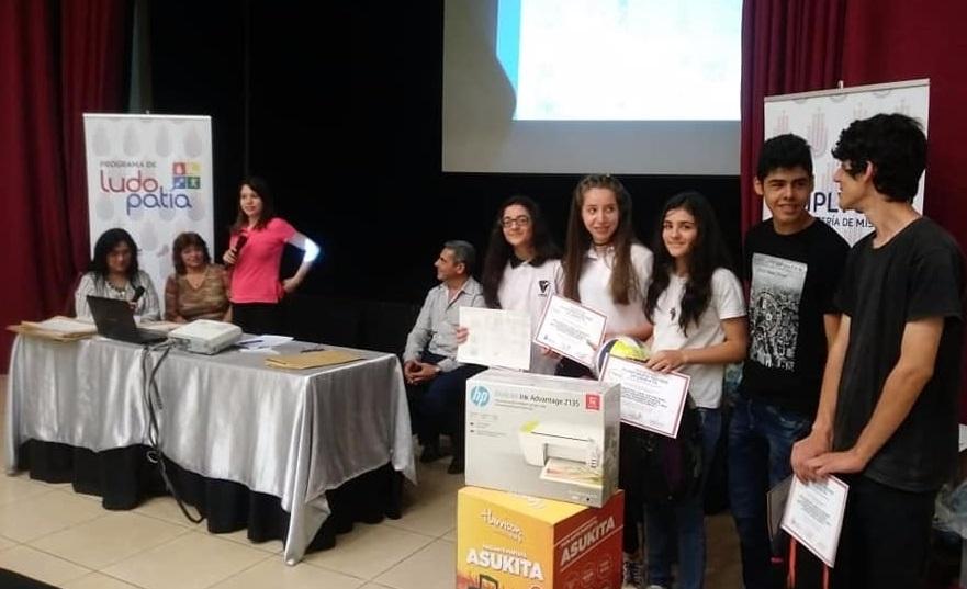"""Alumnos del CEP N° 21, ganadores de """"Tu historieta previene la ludopatía"""""""