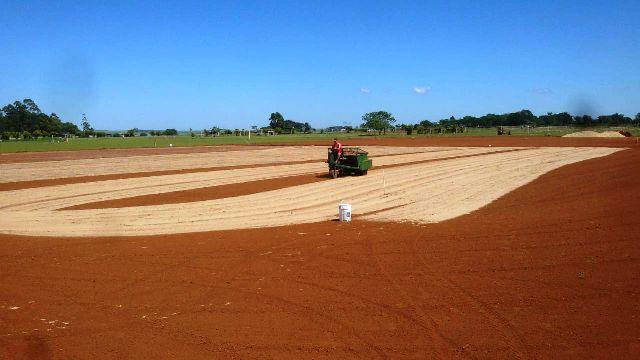 ACIADep: comenzaron a sembrar las nuevas canchas que tendrá el Hipódromo Belgrano