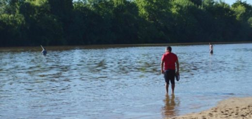 Corrientes: Tras su fiesta de recepción, un grupo de egresados fue a la playa y dos de ellos desaparecieron en el río