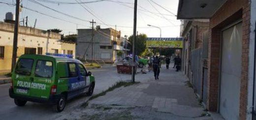 Horror en Loma Hermosa: mataron a una mujer y arrojaron su cuerpo de un auto en movimiento