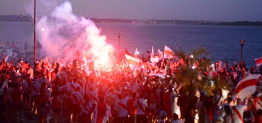 Los hinchas de River tiñen Misiones con los colores rojo y blanco
