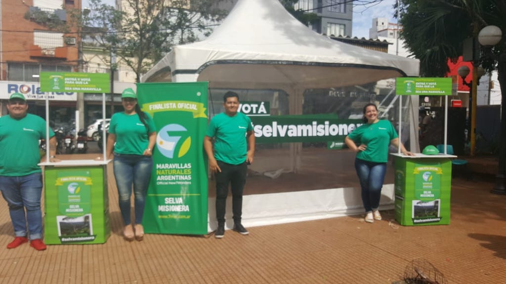 Concurso 7 Maravillas Argentinas: juntan votos por la #SelvaMisionera en el centro de Posadas