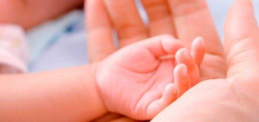 ¿Sabías que con una caricia podés reducir el 40 por ciento del dolor de un bebé?