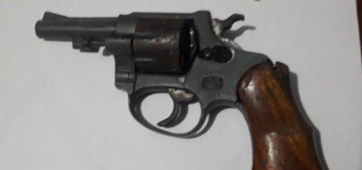 Hipólito Yrigoyen: secuestró el arma con el que una mujer amenazó a su ex pareja