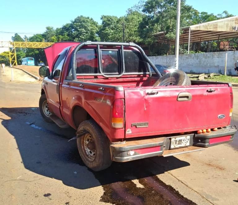 Dos chicas terminaron hospitalizadas tras un choque entre un auto y una camioneta en Posadas