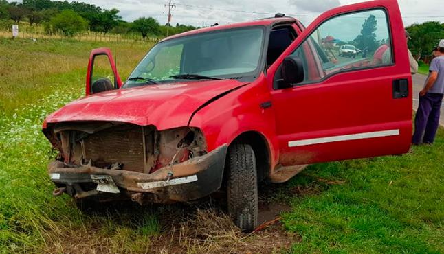 Accidente fatal: una mujer murió en un impresionante choque sobre la banquina en la ruta 2