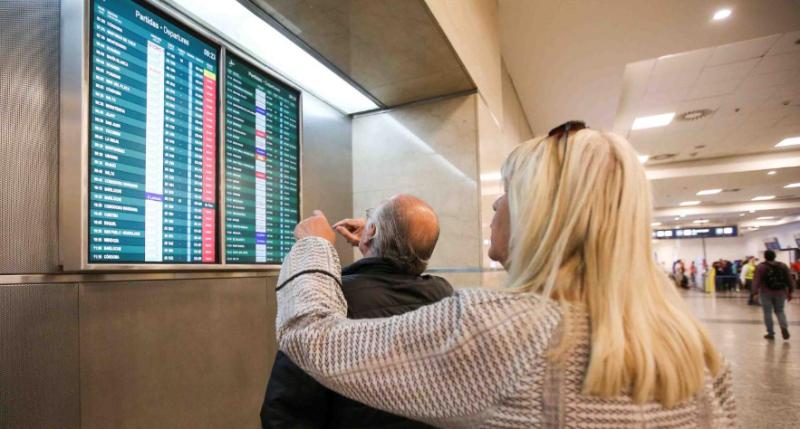 Los gremios de aeronáuticos definen medidas de fuerza en rechazo a una resolución oficial que permite a extranjeros comandar vuelos