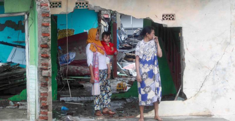 Los desgarradores testimonios de los sobrevivientes del tsunami en Indonesia: «El agua se tragó a muchas personas»