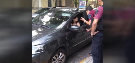 Se fue de compras y dejó a su hija de 4 años encerrada en el auto: la policía rompió el vidrio para rescatarla