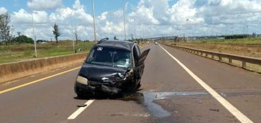 Perdió el control de su auto y chocó contra el muro que divide los carriles del acceso Sur de Posadas