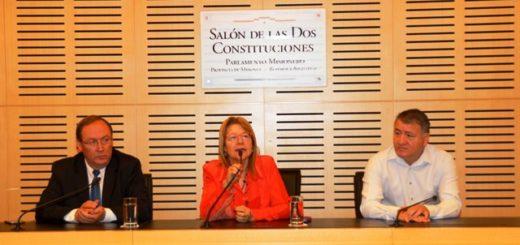 Legislatura: Abanderados y escoltas se capacitan en el uso y tratamiento de los símbolos patrios