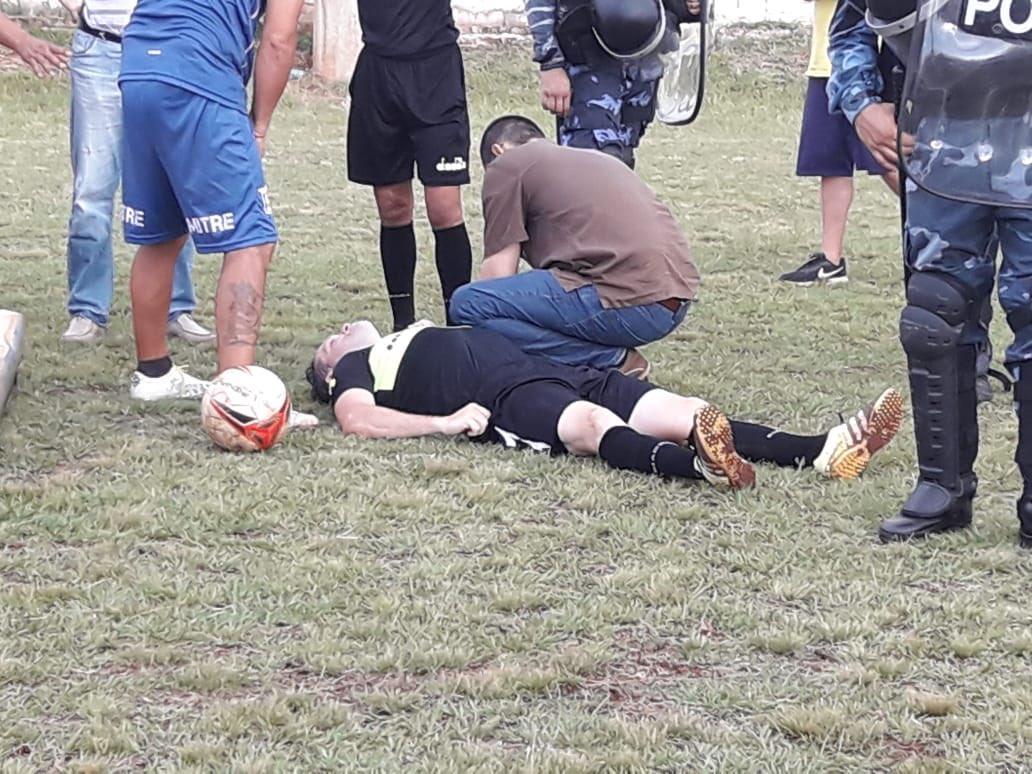 Violencia en el fútbol: La final de la Liga Posadeña tuvo que ser suspendida por la feroz agresión de un futbolista al árbitro