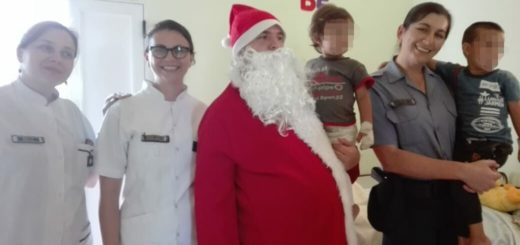 Papá Noel visitó con la Policía Comunitaria a los niños internados en pediatria  del  hospital Samic