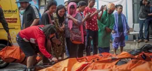 """El tsunami """"volcánico"""" en Indonesia dejó al menos 222 muertos y 843 heridos"""