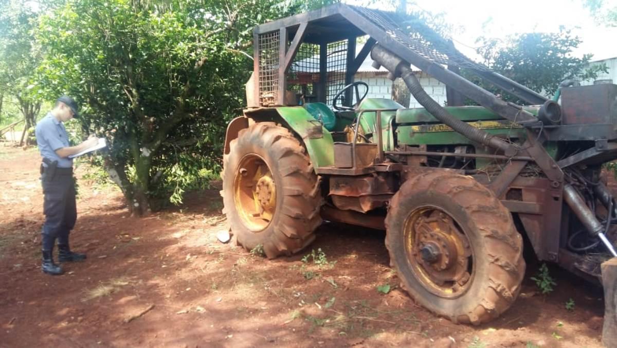 Tras allanamiento en Montecarlo, la Policía recuperó un tractor