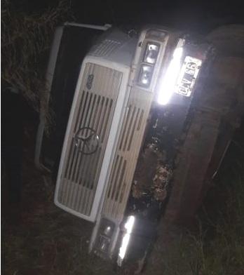 Camión cargado con rollos volcó en San Vicente