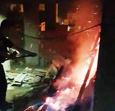Bomberos de la Policía de Misiones sofocaron un principio de incendio en un edificio en construcción sobre la calle Belgrano de Posadas