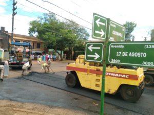 Continúan las obras de asfaltado: esta vez fue el turno de la avenida 17 de Agosto del Bº Villa Dolores.