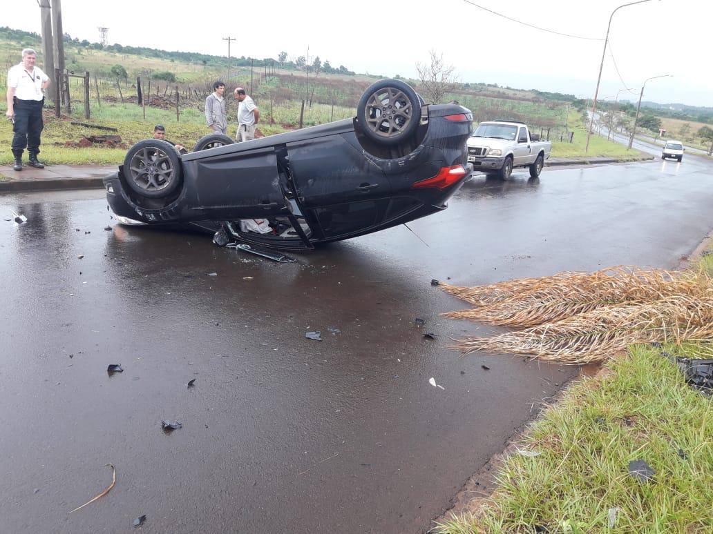 El futbolista misionero Ramón Lentini volcó con su auto en el Acceso Oeste y fue hospitalizado
