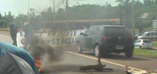 Desenfrenado conductor arremetió contra manifestantes que cortaban la ruta 12 en Garupá y casi ocasiona una tragedia