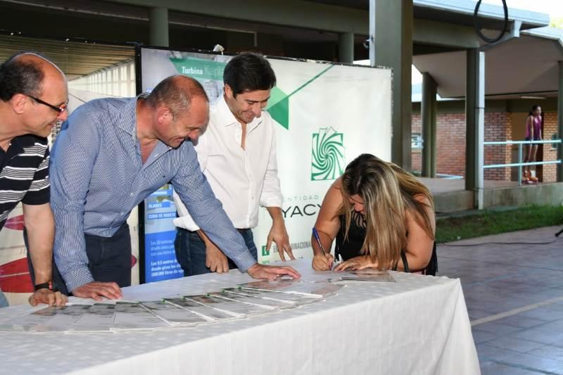 La EBY firmó convenios de trabajo con 12 cooperativas de Posadas