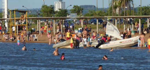 """Confirman que se registró el rescate de un menor en El Brete y que """"el consumo de alcohol se desbordó"""" en las playas"""