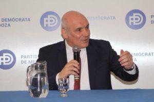 El economista Espert lanzó su candidatura presidencial y pronunció críticas hacia el kirchnerismo y el oficialismo