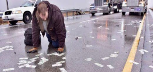 Vídeo: Se rompió un camión de caudales y llovieron billetes en una autopista de Estados Unidos