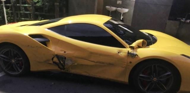 Un mozo de Taiwan se quedó dormido y chocó 4 Ferrari: abrió una cuenta para que le donen plata