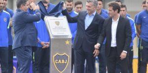 El presidente Mauricio Macri felicitó a los hinchas de River por el triunfo y le hizo un guiño a los de Boca
