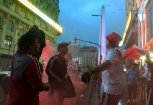 En Buenos Aires, el Obelisco se cubre de rojo y blanco para celebrar un nuevo título de River