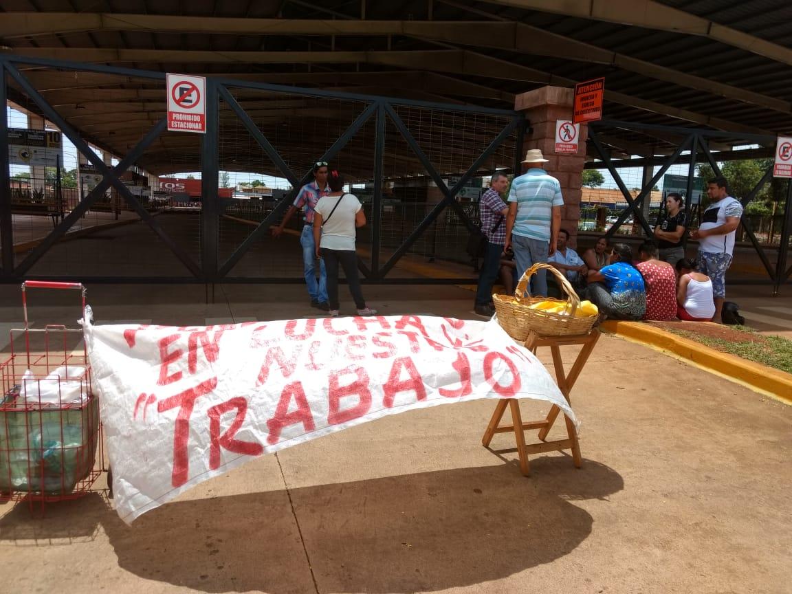 Vendedores ambulantes se manifestaron en la Estación de Transferencia por supuesta «persecución policial y maltrato verbal»
