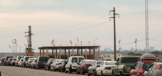 Vuelven las demoras en el puente Internacional Posadas- Encarnación y empleados de Migraciones se quejan por falta de personal