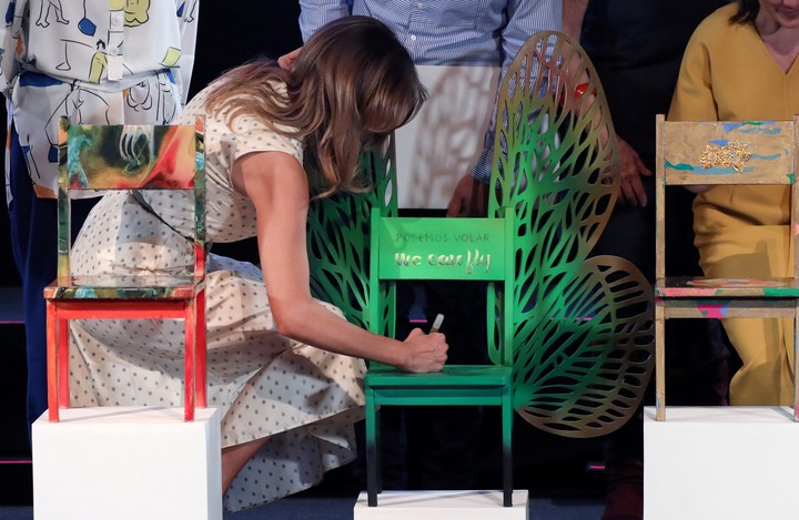 El artista misionero Andrés Paredes participó del #G20 y su obra fue firmada por Melania Trump