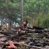 """Los desgarradores testimonios de los sobrevivientes del tsunami en Indonesia: """"El agua se tragó a muchas personas"""""""