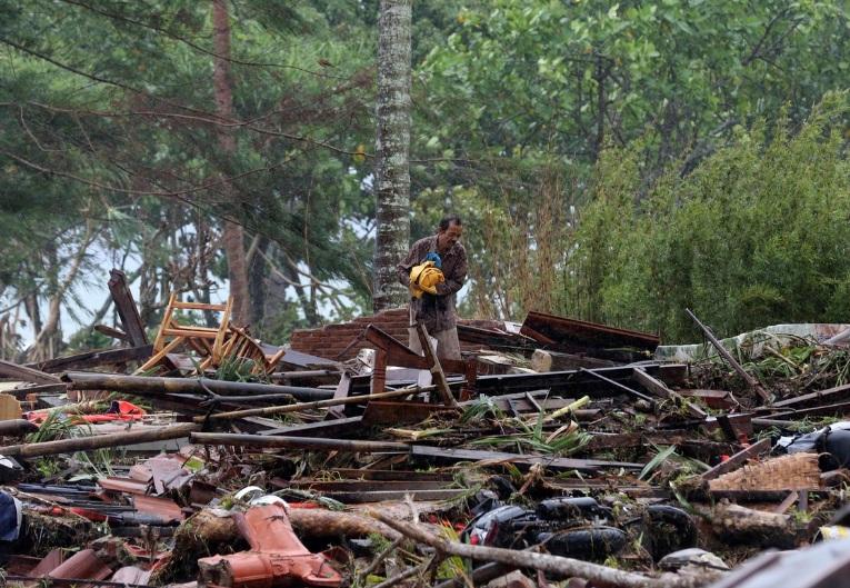 #Tsunami en Indonesia: se elevó a 281 el número de muertos y hay más de mil heridos