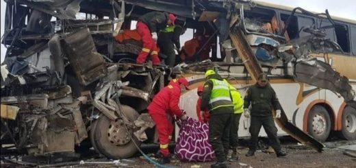 Bolivia: al menos 22 muertos y 37 heridos dejó el choque de dos ómnibus