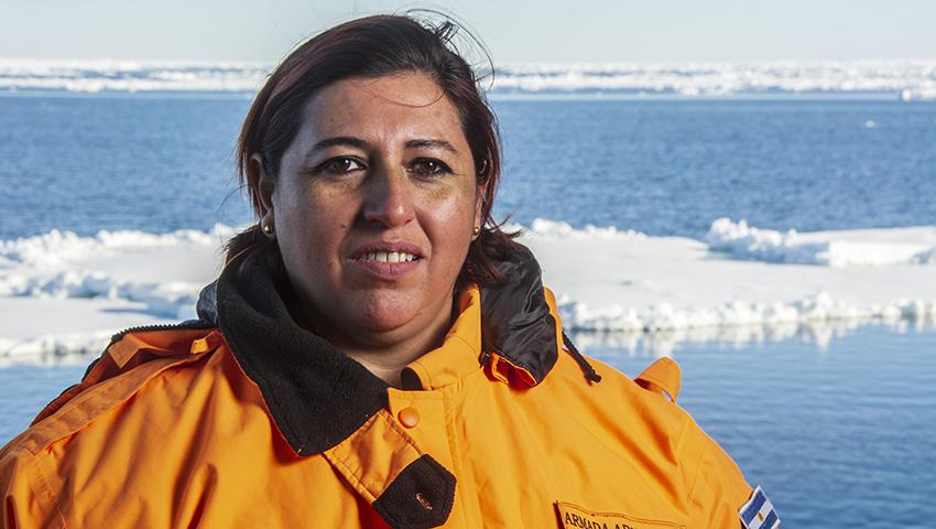 Nació en San Antonio y ahora se encuentra rumbo a la Antártida a bordo del ARA «Almirante Irízar»: la historia de Fanny, la misionera que desde hace 15 años le entrega su vida a la Armada