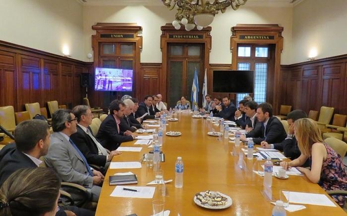 La UIA presentó un plan con 35 medidas para reactivar la producción ante la caída del sector industrial