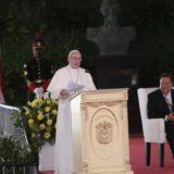 Francisco llegó a los Emiratos Árabes Unidos y se convirtió en el primer Papa en visitar la península arábiga