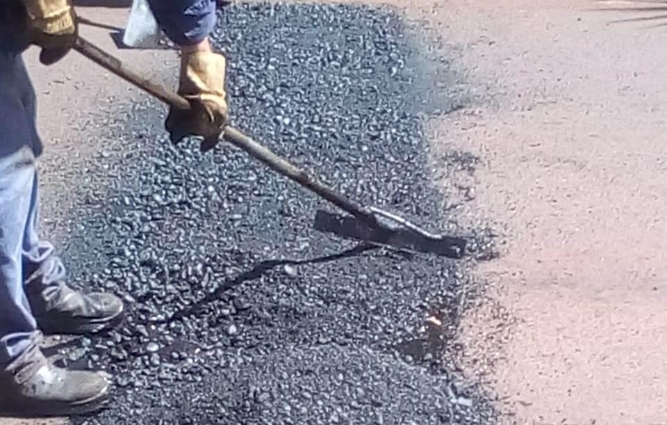 El municipio posadeño realiza trabajos de bacheo en la avenida Alem y en el centro