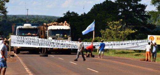 Los tareferos volvieron a cortar la ruta 12 en Wanda y hoy retomarían la protesta