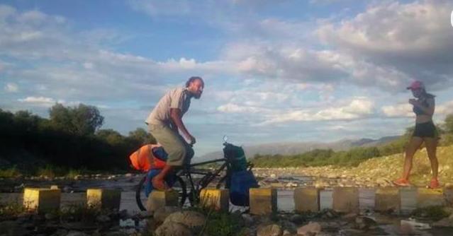 Asesinaron a balazos en Brasil a un argentino que recorría Latinoamérica en bicicleta