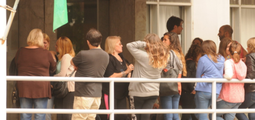 Violación en Miramar: los familiares de los acusados a los gritos con la prensa en Tribunales