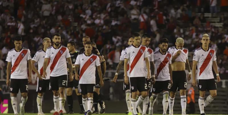River cayó de local ante Defensa y Justicia y quedó lejos en la Superliga