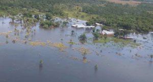 Corrientes: sigue en aumento el número de evacuados por las lluvias y sumaron la ayuda aérea con la asistencia del Ejército