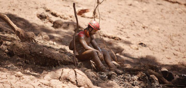 Desastre ambiental y humano en Brasil: sexto día de rescate de muertos en Brumadinho sube a 99, y siguen 259 personas desaparecidas