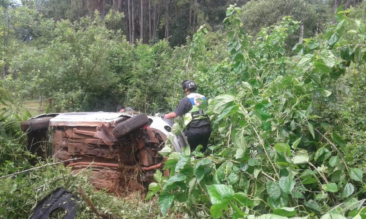 Eldorado: tres heridos al volcar un auto en la ruta provincial 17