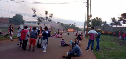 Manifestantes impiden salida de colectivos frente a las empresas en Posadas y el servicio se ve afectado